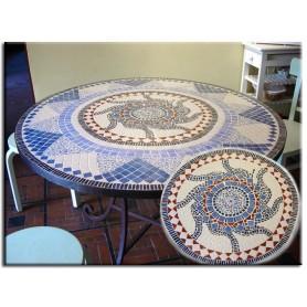 Table en mosaïque bleue et blanche