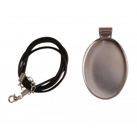 Platine métallique ovale et son cordon avec fermoir