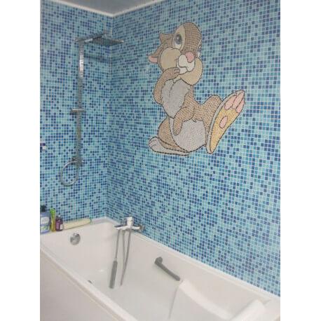 Décor de salle de bains en émaux de Briare