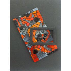 Tableau en mosaique en verre gris et orange et galets japonais