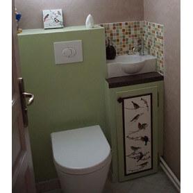 Décor de toilettes en émaux de Briare