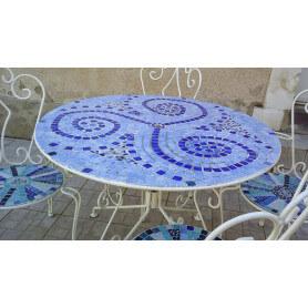 Exemple de Table en mosaïque décoré avec des Emaux de Briare Harmonie et des cailloux de verre dans un camaïeu de bleu