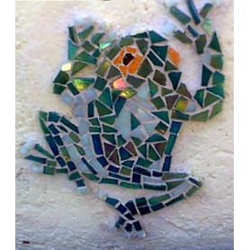Exemple de grenouille en mosaïque réalisée en pâte de verre unie et Emaux de Briare avec la méthode sur filet