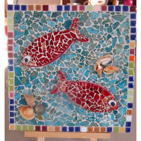 Exemple de tableau en mosaïque au motif poissons décoré avec de la Crackle et de la Mini-Porcelaine
