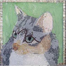 Tableau en mosaique motif chat en émaux gris et beiges sur fond vert