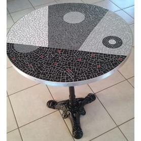 Exemple de Table en mosaïque décorée en Emaux de Briare et pailletées au design contemporain avec pied et cerclage acier
