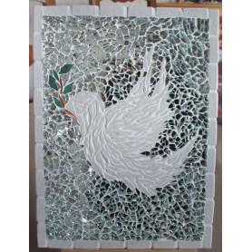 Exemple de tableau en mosaïque décoré avec des Emaux de Briare Harmonie et de la crackle représentant une colombe