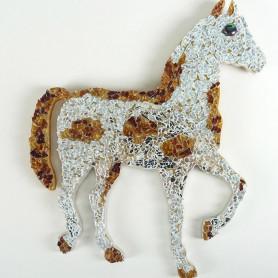 Exemple de cheval en mosaïque décoré avec de la crackle DIAMANT et MARRON DORÉ et des mini-cabochons