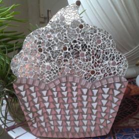 Exemple de mosaïque Support Cupcake chantilly décoré avec des Emaux de Briare, du verre crackle et des translucides