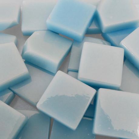 Pâtes de verre lisses couleur BLEU LAYETTE pour mosaïque 2 × 2 vendues par 100 g
