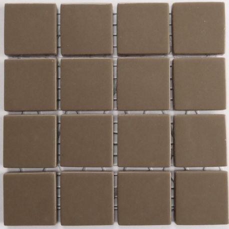 Emaux 24 Marron glacé 2,35 × 2,35 cm vendus à la mini-plaque de 16 carreaux