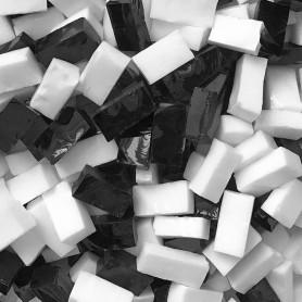 Smalts vénitiens opaques NOIR et BLANC vendus par 100 g