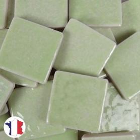 Emaux de Briare couleur BAHIA vert amande brillants pour mosaïque 2,5 × 2,5 cm vendus par 100 g vue de face