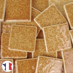 Emaux de Briare couleur CORIANDRE caramel brillants pour mosaïque 2,5 × 2,5 cm vendus par 100 g vue de face
