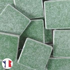 Emaux de Briare couleur IVRAIE vert tendre brillants pour mosaïque 2,5 × 2,5 cm vendus par 100 g vue de face