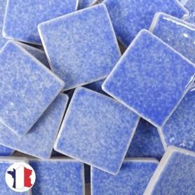 Emaux de Briare couleur LAVANDE bleu ciel brillants pour mosaïque 2,5 × 2,5 cm vendus par 100 g vue de face