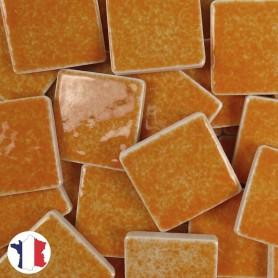 Emaux de Briare couleur MANDARINE orange brillants pour mosaïque 2,5 × 2,5 cm vendus par 100 g vue de face