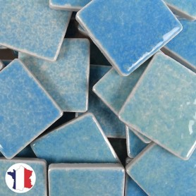 Emaux de Briare couleur MARQUISES bleu piscine brillants pour mosaïque 2,5 × 2,5 cm vendus par 100 g vue de face