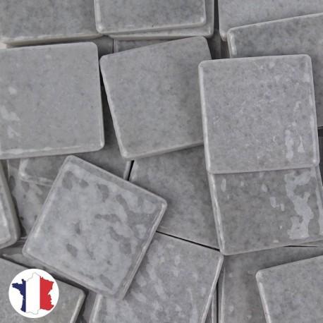 Emaux de Briare couleur MOUETTE gris clair brillants pour mosaïque 2,5 × 2,5 cm vendus par 100 g vue de face