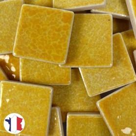 Emaux de Briare couleur POLLEN jaune tournesol brillants pour mosaïque 2,5 × 2,5 cm vendus par 100 g vue de face