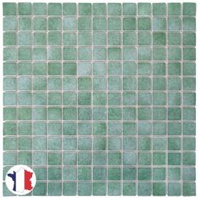 Emaux de Briare IVRAIE vert tendre brillants pour mosaïque 2,5 × 2,5 cm sur filet vendus à la plaque ou par boîte de 9 plaques