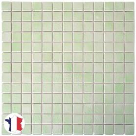 Emaux de Briare BAHIA vert amande brillants pour mosaïque 2,5 × 2,5 cm sur filet vendus à la plaque ou par boîte de 9 plaques