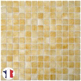 Emaux de Briare CAMEL jaune paille brillants pour mosaïque 2,5 × 2,5 cm sur filet vendus à la plaque ou par boîte de 9 plaques