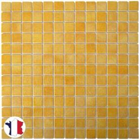 Emaux de Briare POLLEN jaune brillants pour mosaïque 2,5 × 2,5 cm sur filet vendus à la plaque ou par boîte de 9 plaques