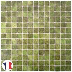 Emaux de Briare ORTIE vert mousse brillants pour mosaïque 2,5 × 2,5 cm sur filet vendus à la plaque